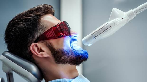 Professionelles Bleaching beim Zahnarzt