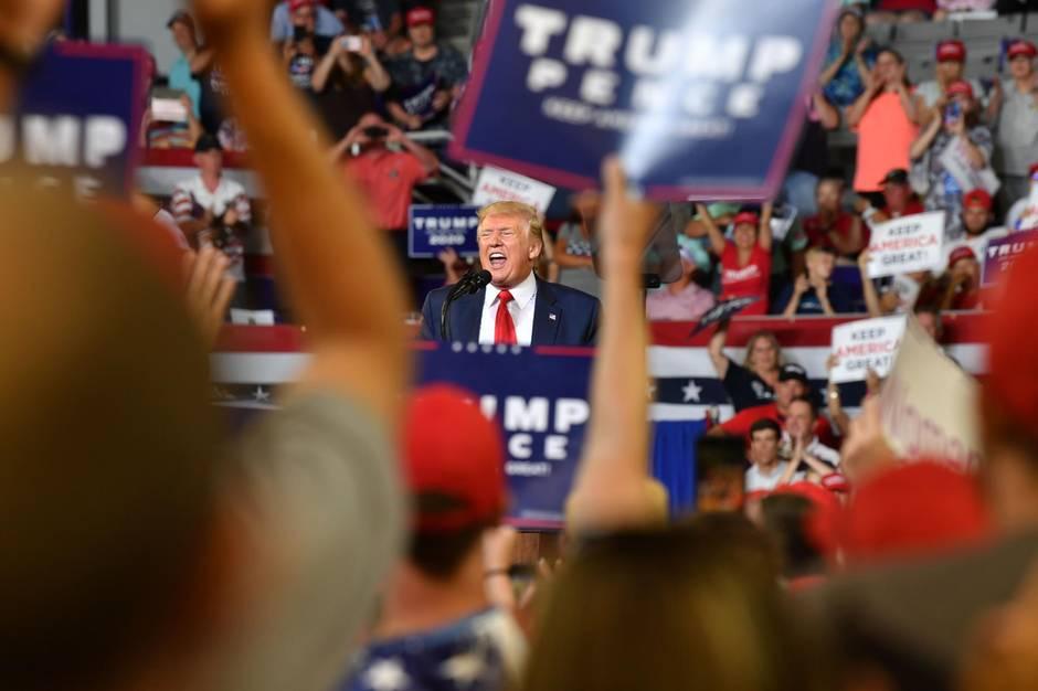 Donald Trump spricht auf einer Wahlkampfveranstaltung in North Carolina