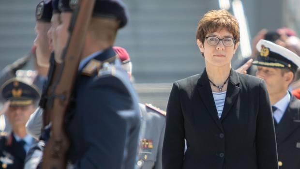 Annegret Kramp-Karrenbauer übernimmt das Verteidigungsministerium