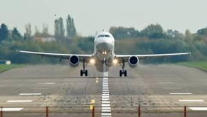 Ein Flugzeug der Fluggesellschaft Lufthansa in Belgrad mussteevakuiert werden (Symbolbild)