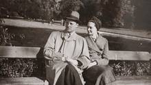 Tresckow mit seiner Frau Erika 1943 in Babelsberg
