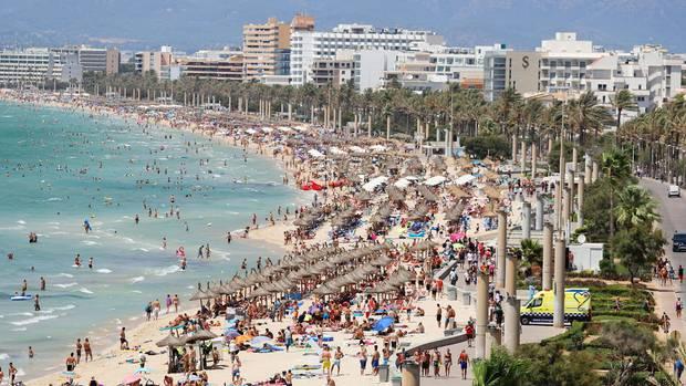 Die Playa de Palma, hier der Abschnitt vor S'Arenal, ist der Hauptstrand auf Mallorca.