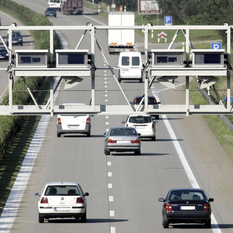 Nachrichten aus Deutschland: Streit über Fahrstil: Zwei Männern liefern sich Boxkampf auf der Autobahn