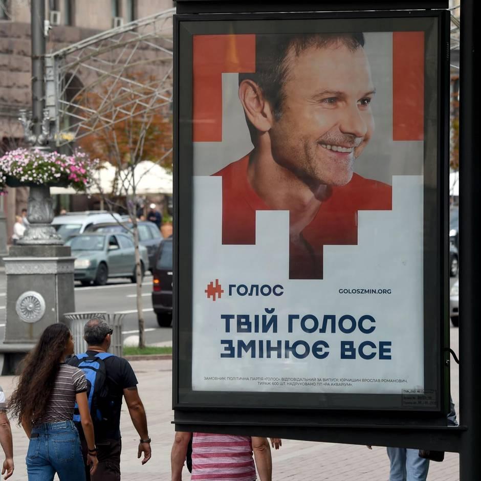 Vorgezogene Abstimmung: Tag der Entscheidung in der Ukraine: Warum es bei der Wahl am Sonntag um alles geht