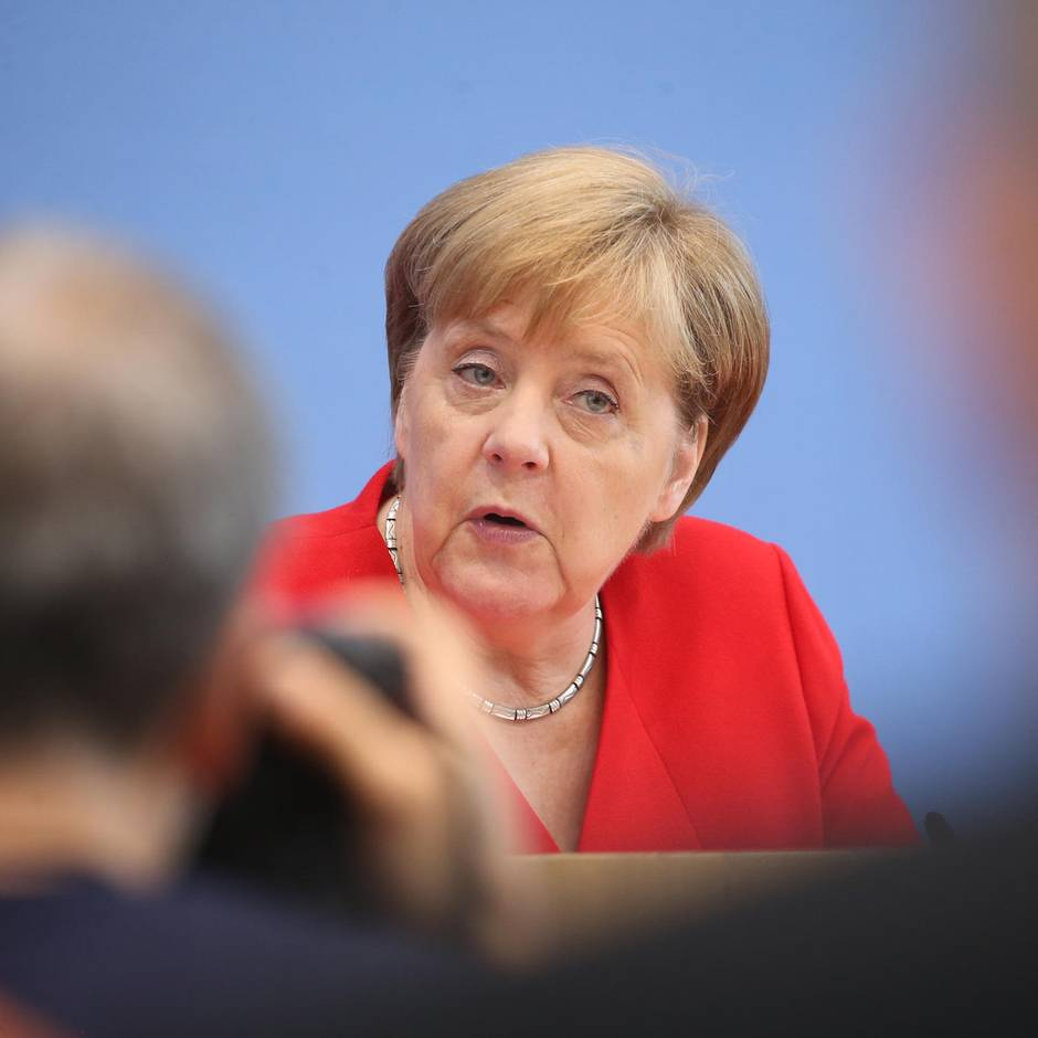Pressekonferenz: Wortbruch in Sachen Verteidigungsministerium? Kanzlerin Merkel verteidigt AKK