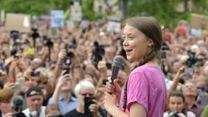 Greta Thunberg in Berlin: Klimawandel macht keine Pause, wir auch nicht!