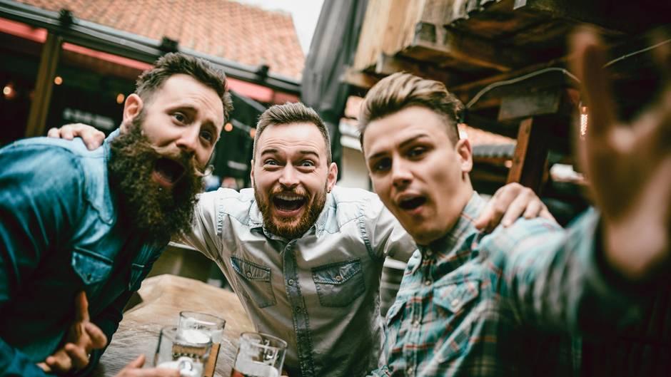 Männer mit Bier