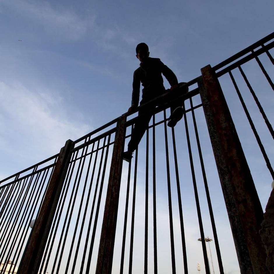 News von heute: Dutzende Migranten überwinden Grenzzaun zu spanischer Exklave Melilla