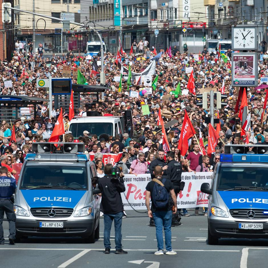 Kassel: Rechtsextreme marschieren nach Lübcke-Mord auf - tausende Demonstranten halten dagegen
