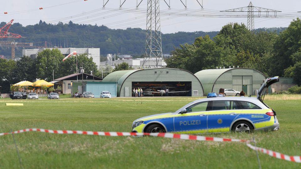 Blick auf den Flugplatz Bruchsal. In der unmittelbaren Nähe ist dort ein Kleinflugzeug auf die Fassade eines Bauhaus Baumarktes gestürzt.