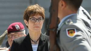 Neue Chefin der Truppe: Annegret Kramp-Karrenbauer