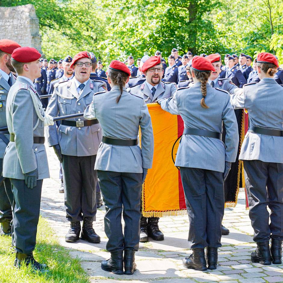 Sicherheitsbedenken: Bundeswehr weist 63 Bewerber ab – darunter Neonazis und Islamisten