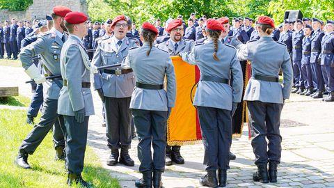 Rekruten der Bundeswehr bei einer Vereidigung