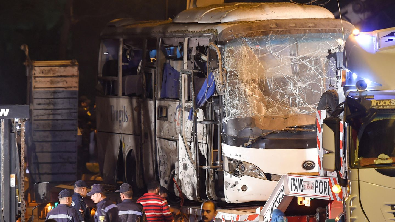 Im Dezember 2018 waren vier Menschen in einem Touristenbus in der Nähe der Pyramiden von Gizehbei einem Bombenanschlag getötet