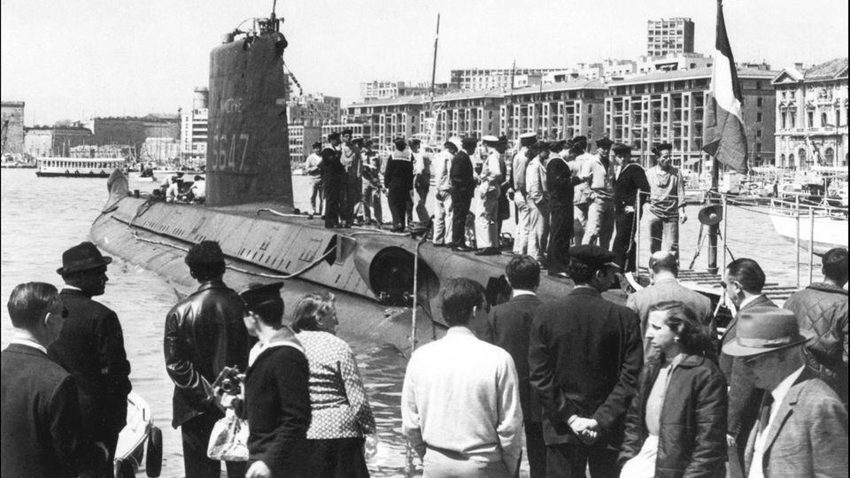 """Dieses Foto von 1965 zeigt die""""Minerve"""" im Hafen von Marseille"""