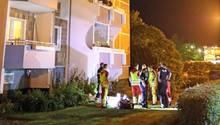 Ermittler am Tatort: In dieser Hochhaussiedlung im Rostocker Stadtteil Dierkow ereignete sich die Tragödie.