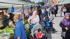 Schmelztiegel Großbritannien: Menschen beim Einkaufen in Whitechapel, nahe London