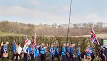 Marschieren, um zu gehen: Im März laufen, winken und schimpfen Engländer in einem großen Protestzug für den Brexit