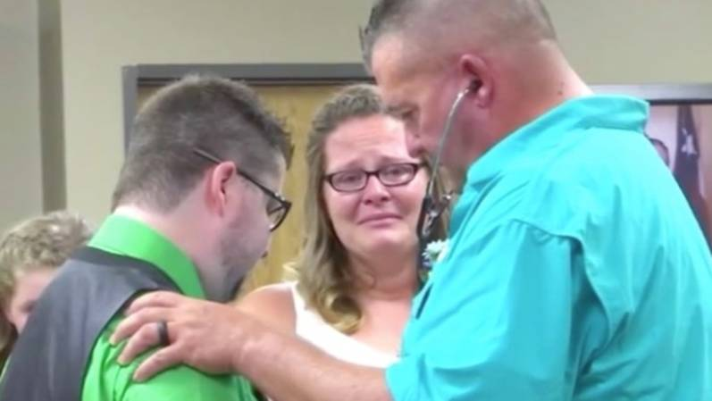 Rührende Geste: Paar hört bei Hochzeit erstmals das Herz ihres toten Sohnes schlagen