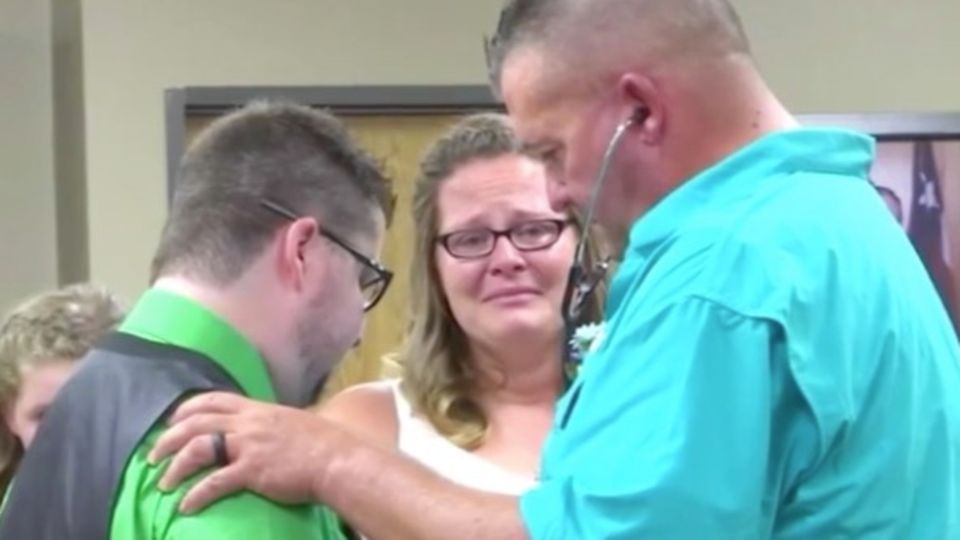 Rührende Geste: Zu ihrer Hochzeit kommt ein Fremder mit dem Spenderherz ihres Sohnes