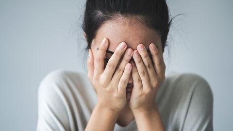 Arbeitsausfall wegen psychischer Leiden: Eine junge Frau hat Stress