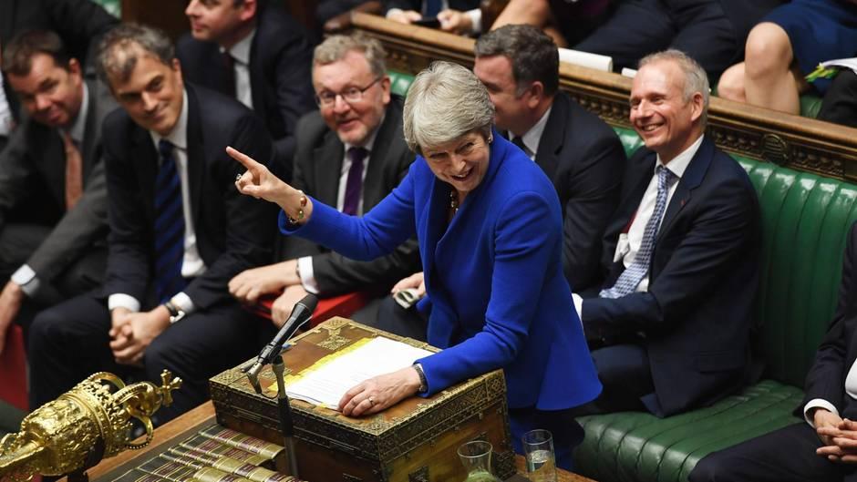"""Theresa May beantwortet zum letzten Mal Fragen bei der wöchentlichen """"Premierminister Fragezeit"""""""