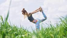 Frau macht Sport in der Sonne
