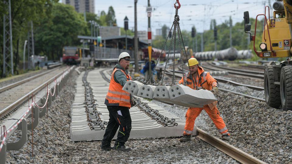 Bauarbeiter der Bahn in Berlin