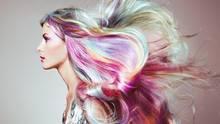 Du willst deine Haare färben, aber dich nicht langfristig festlegen? Haarkreide könnte die Lösung sein