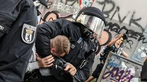 Polizeigewalt am Rande des G20-Gipfels in Hamburg: rechtmäßig oder nicht?