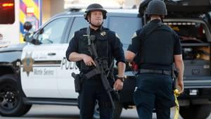 Gilory Garlic Festival - Polizisten sichern Gelände nach Schüssen