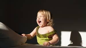 An schreiende Kinder ist man gewöhnt - zum Glück eskaliert es aber nur selten so sehr (Symbolbild)