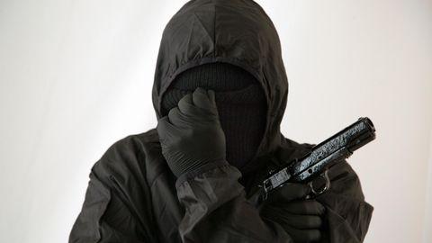 Vermummter Mann der neuen IRA in Nordirland
