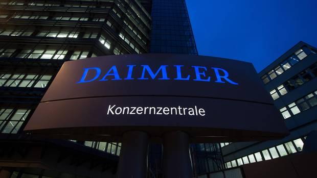 Die Daimler-Konzernzentrale, aufgenommen in der Morgendämmerung