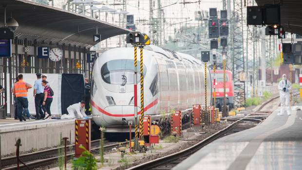 Auf diesem Bahngleis in Frankfurt starb ein achtjähriger Junge