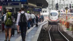 Ein ICE am Bahngleis in Frankfurt, dem Ort, wo der kleine Junge starb