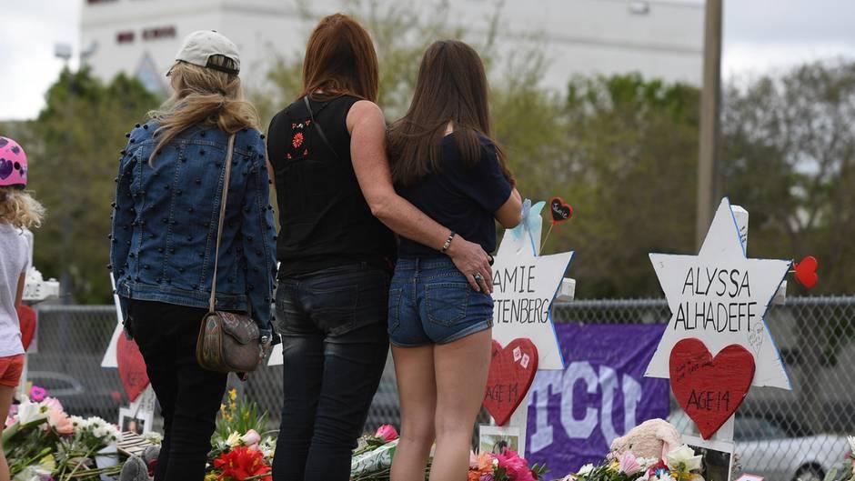 Überlebende des Amoklaufs in Parkland trauern um ihre Mitschüler