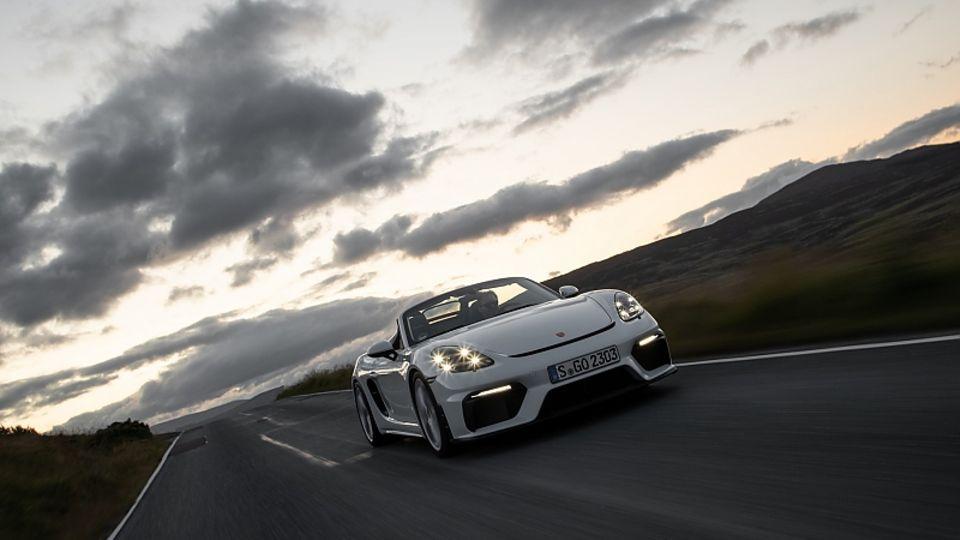 Die markante LED-Lichtsignatur gibt es auch beim Porsche 718 Spyder