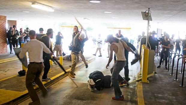 Roberts fand ermehrere der Männer in Charlottesville, die einen schwarzen Demonstranten krankenhausreif geprügelt hatten. Sie wurden angeklagt.