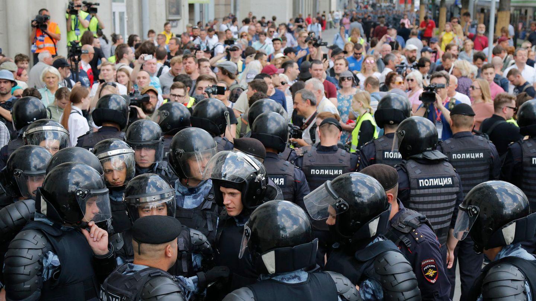Moskau: Die Polizei blockiert am vergangenen Samstag eine Straße vor einer nicht genehmigten Kundgebung im Zentrum der Stadt