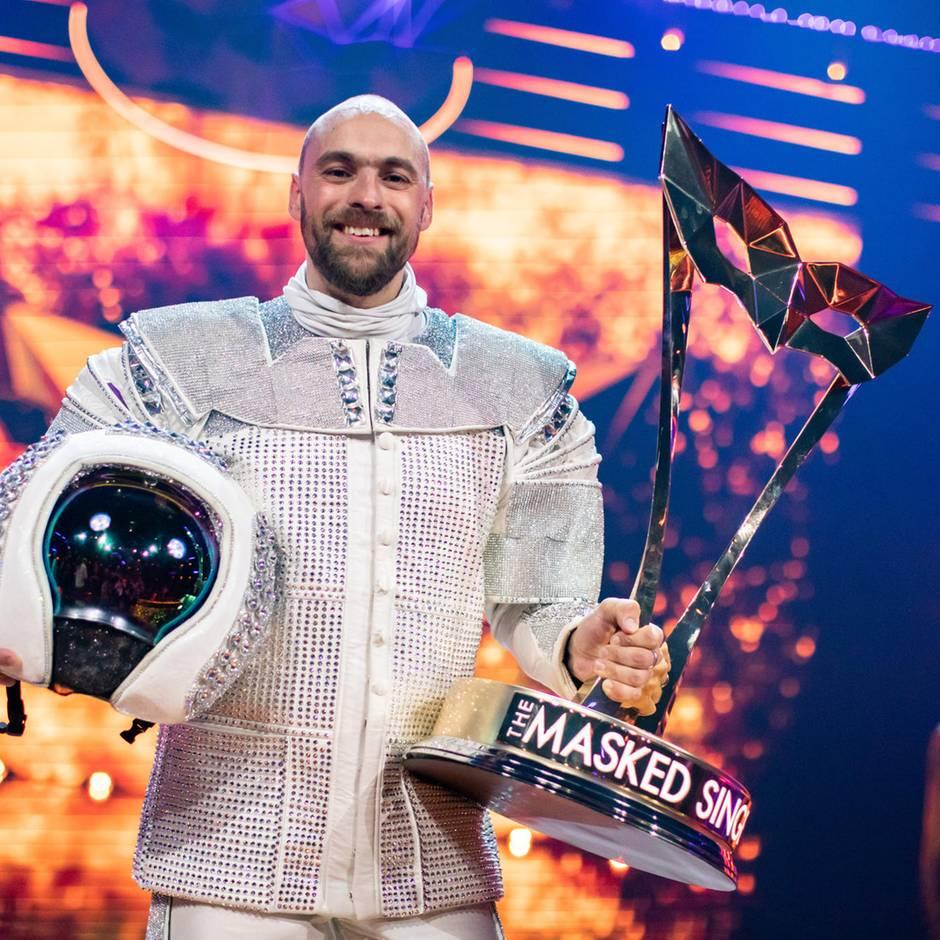 """Sänger unter dem Astronauten-Helm: Er gewinnt """"The Masked Singer"""": Wo hat Max Mutzke die letzten Jahre gesteckt?"""