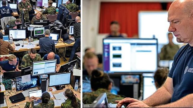 """Major Bernd Kammermeier (r.) führt das deutsche Team bei der Cyberübung """"Locked Shields"""""""