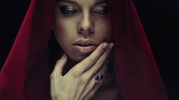 Die Hexen von heute verstehen sich oft als Therapeutin, die spirituelle Mittel einsetzt.