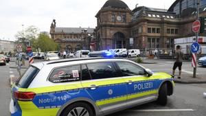 Großeinsatz der Polizeivor dem Frankfurter Hauptbahnhof
