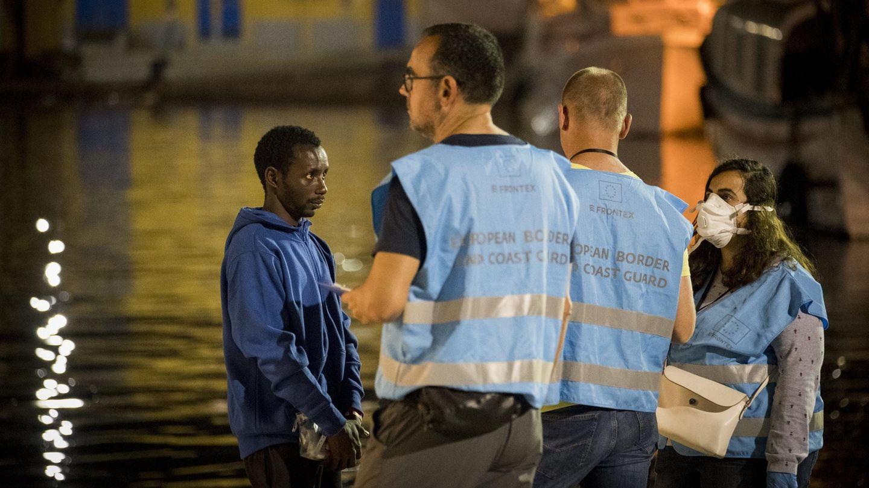 Beamte derDie EU-Grenzschutzbehörde Frontex: Die Behörde sollGewaltexzesse an EU-Außengrenzen dulden