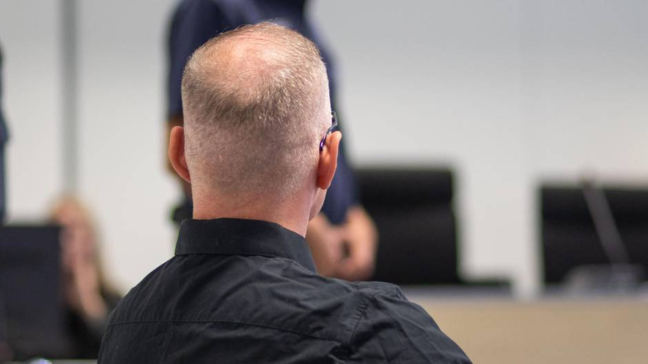 Angeklagter im Landgericht Aschaffenburg