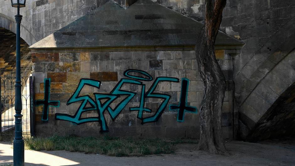 Graffiti an Karlsbrücke in Prag