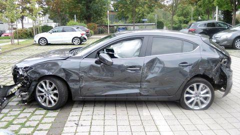 Zerbeultes Auto in Magdeburg