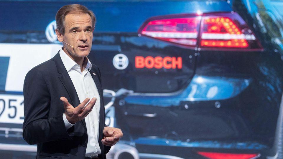 Volkmar Denner, Vorsitzender der Geschäftsführung der Robert Bosch GmbH, spricht auf der Pressekonferenz