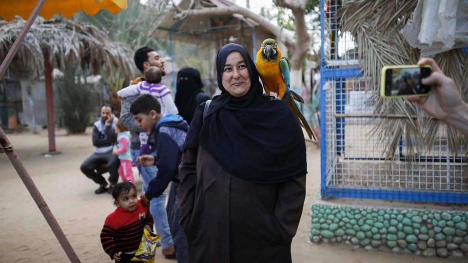 Besucher des Zoos vor der Evakuierung. Der Park war eine der wenigen Attraktionen in Gaza:
